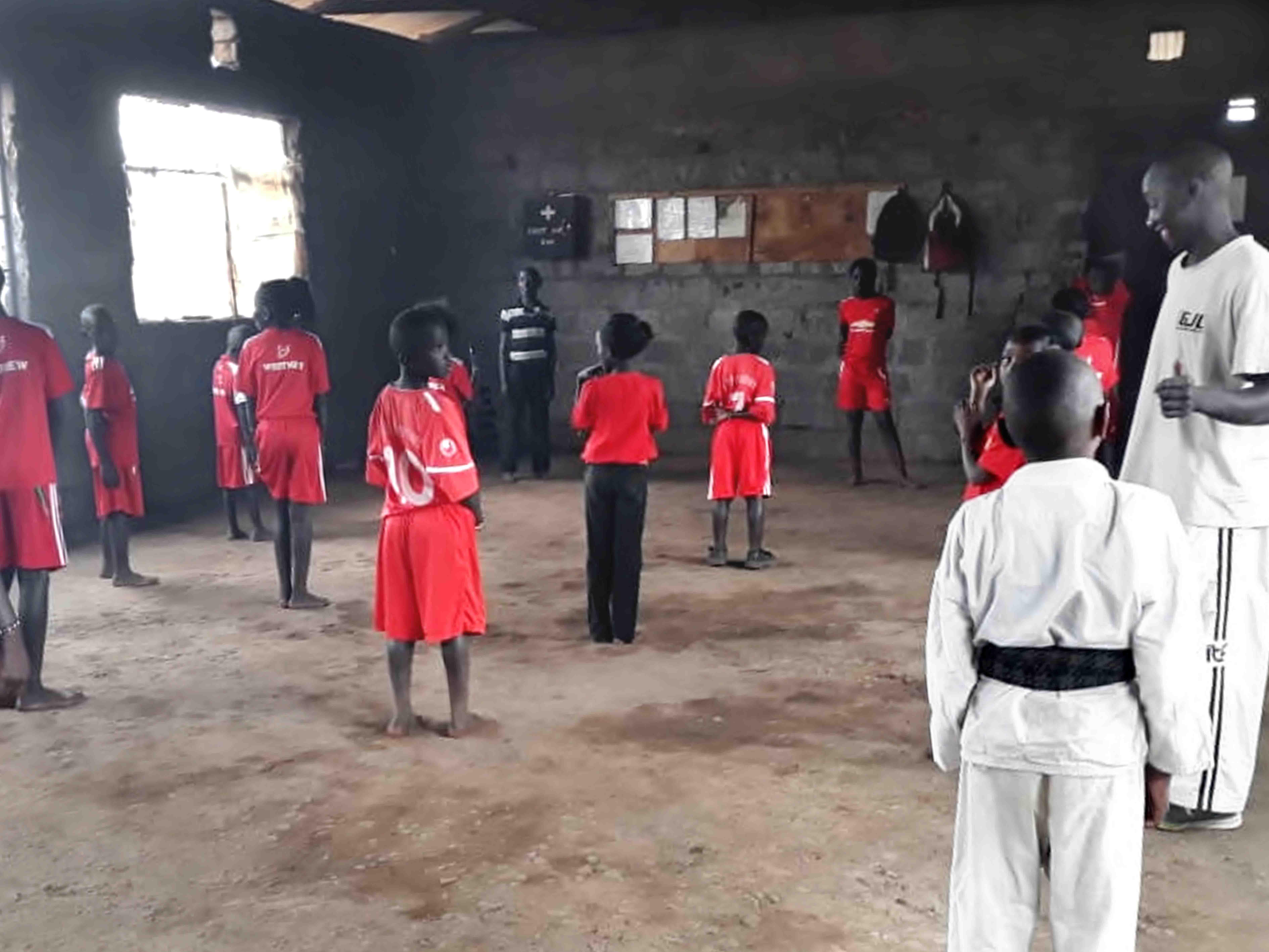 Jiamini unterstützt Karatecenter im Kiandutu Slum