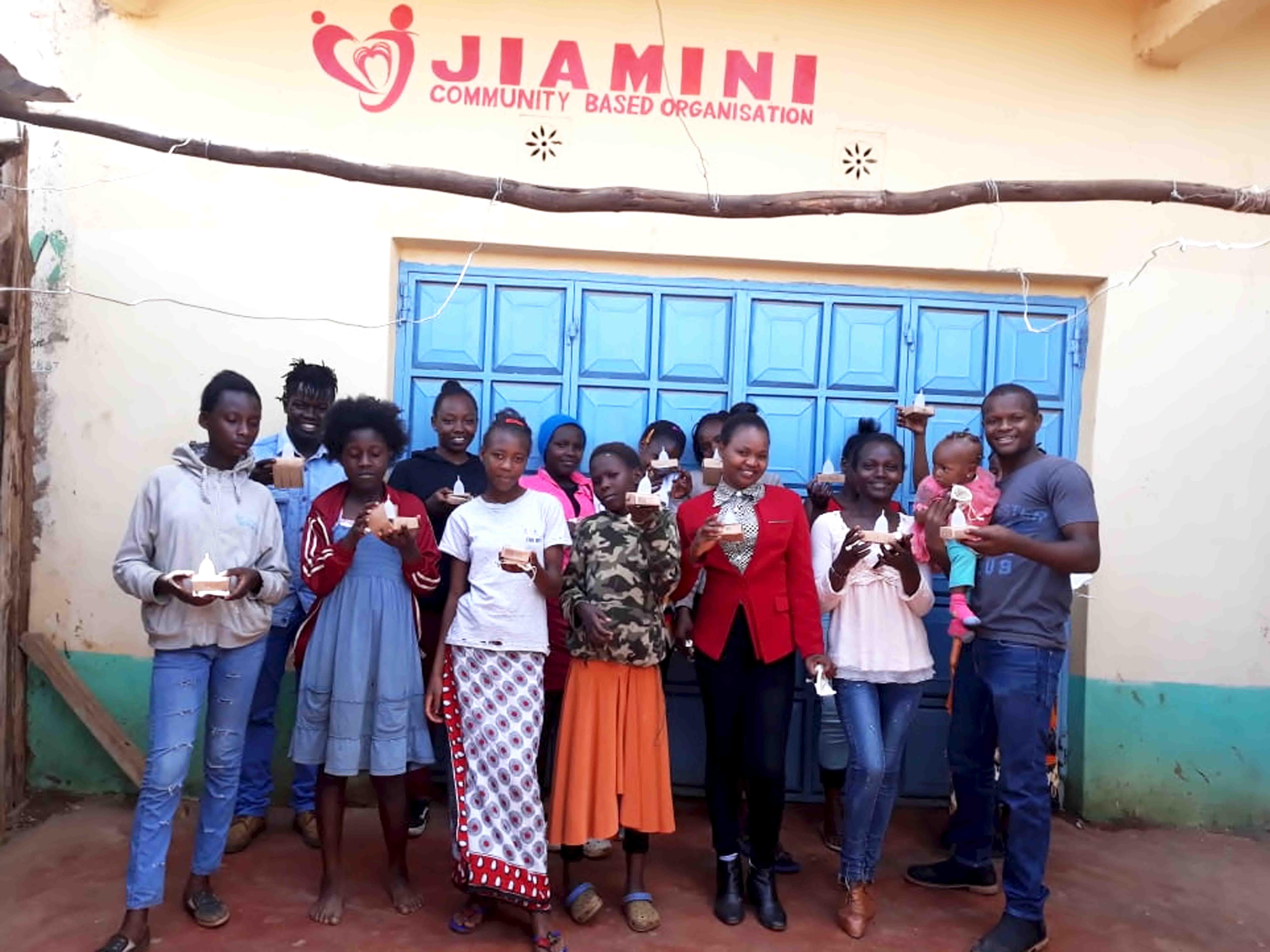 Jiamini vergibt Menstruationstassen