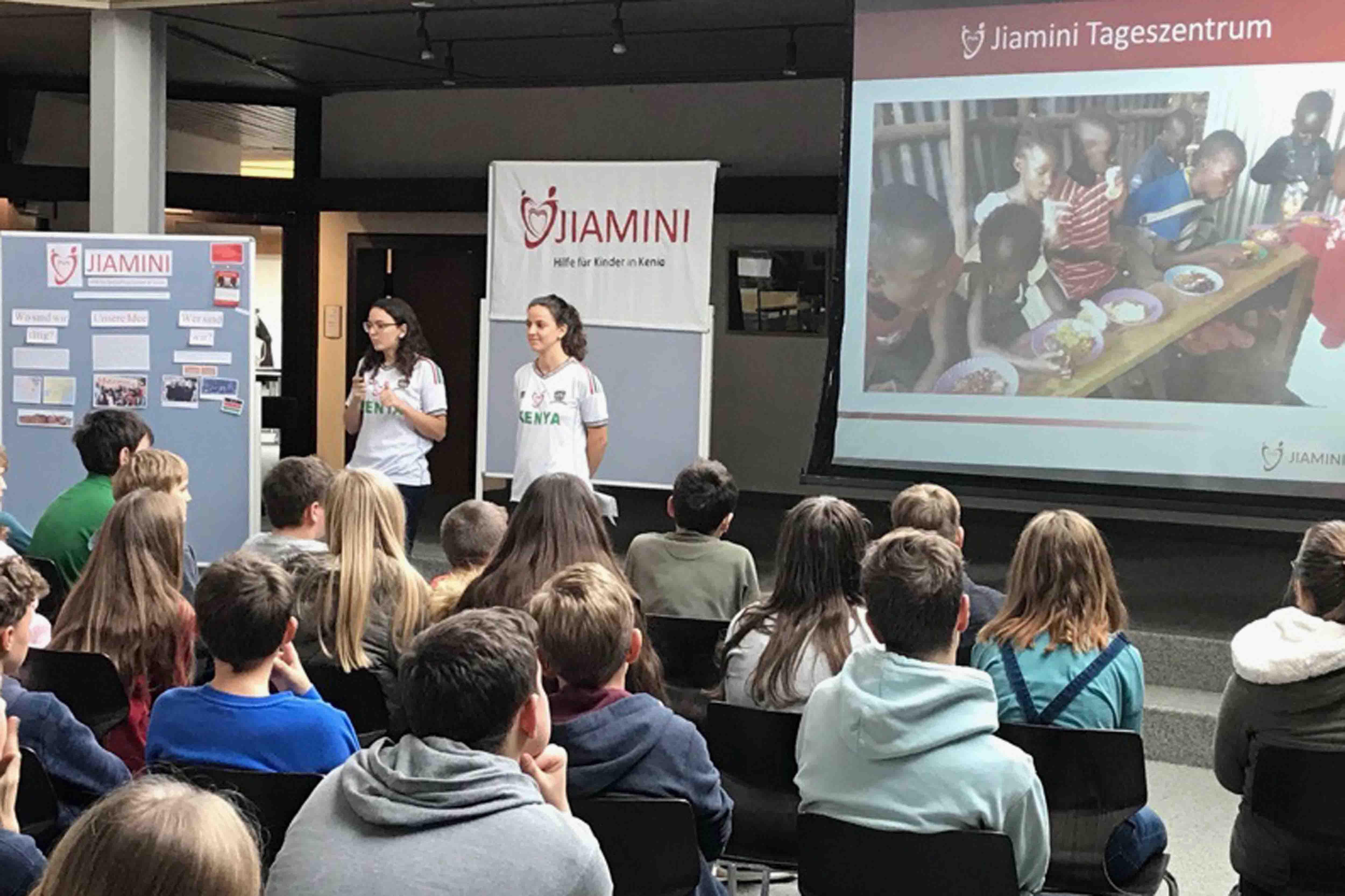 SchülerInnen des Bischof-Sproll Bildungszentrums untersützen Jiamini