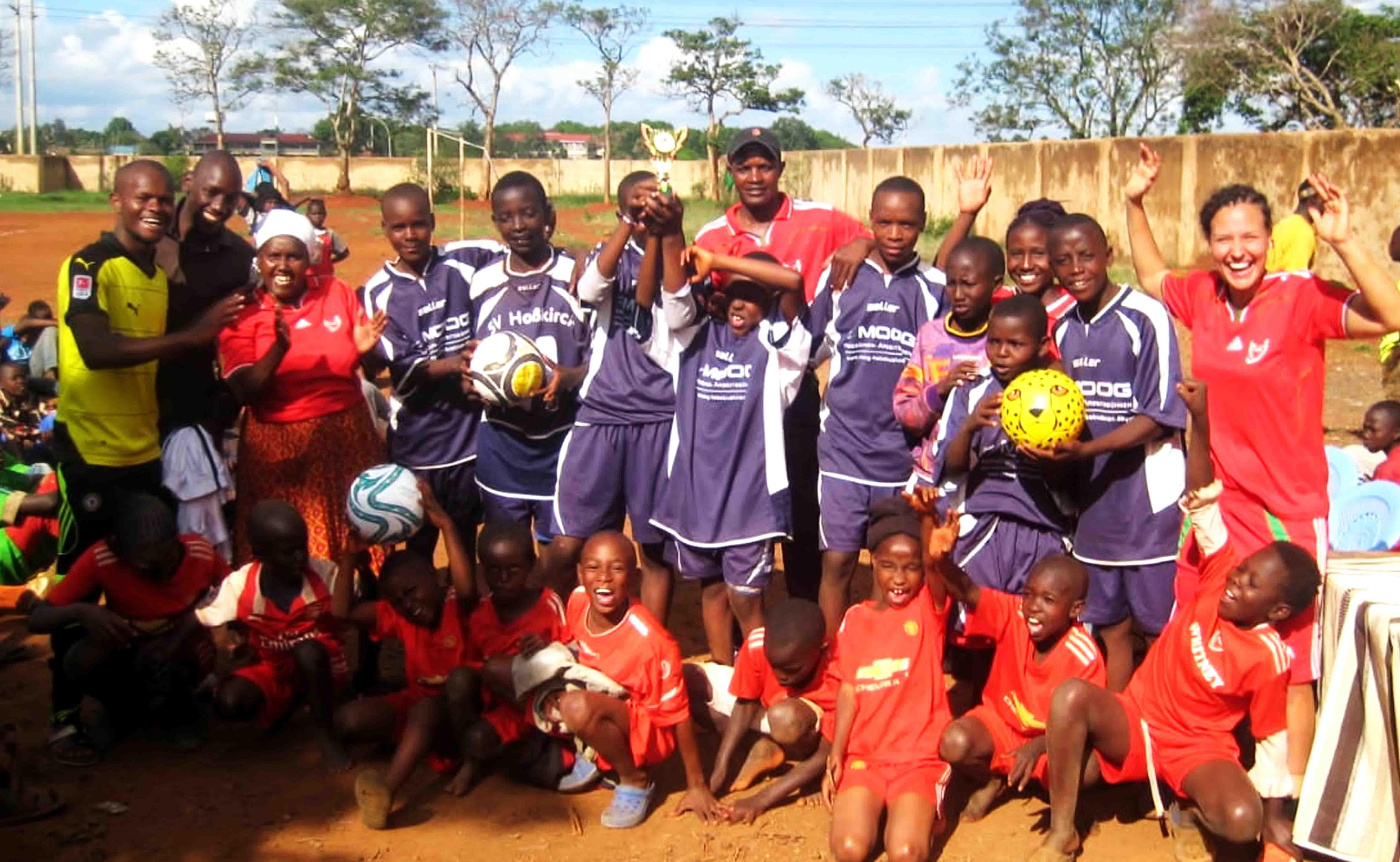 Jiamini Fußballteam gewinnt Turnier